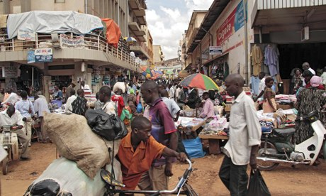 MDG : Street scene at market in Kampala, Uganda